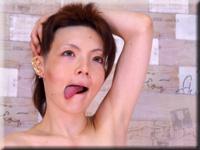 宇 一個女人在沒有手淫的情況下對指示做出回應