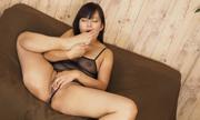 I masturbate while licking the feet Satomi 32
