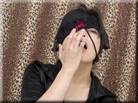 霞 一個女人在沒有手淫的情況下對指示做出回應