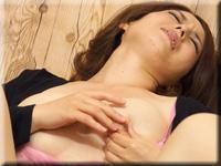 安靜 女人用乳頭手淫