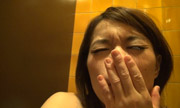 トイレで自画撮りオナニー...thumbnai5