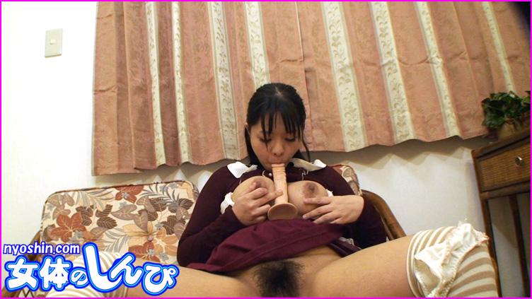 かな / 自画撮り乳首舐めオナニー