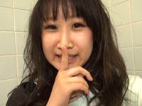 ロケ×おな〜公衆トイレ自画撮りオナニー〜